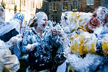 Raisin Monday foam fight