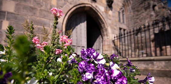 flowers outside st salvators